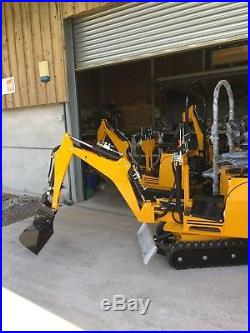 AX24 Micro Mini Digger 360 Excavator Briggs & Stratton Engine 24 Grading Bucket