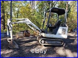 Bobcat 320 mini excavator digs 8' deep 42 width, Kubota diesel runs great