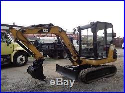 Caterpillar 302.5 Mini Excavator Enclosed Cab Auxiliary Hydraulics