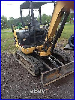 Caterpillar 302.5 low hours, new bucket pins, bobcat, excavator