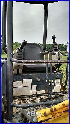 Kobelco SR35-2 Excavator with Two Buckets