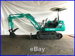 Komatsu PC20-7 Mini Excavator with Hydraulic Thumb