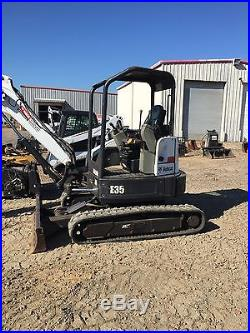 Mini excavator Bobcat E35 2010 with thumb in excellent conditions 2350hours